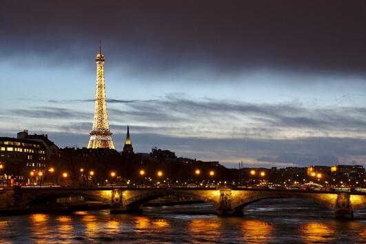 """Warum heißt Paris """"Die Stadt der Liebe""""?"""